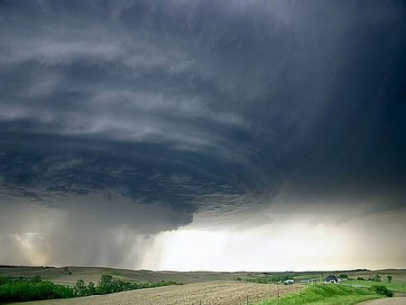 Awesome picture of a huge storm on its way.